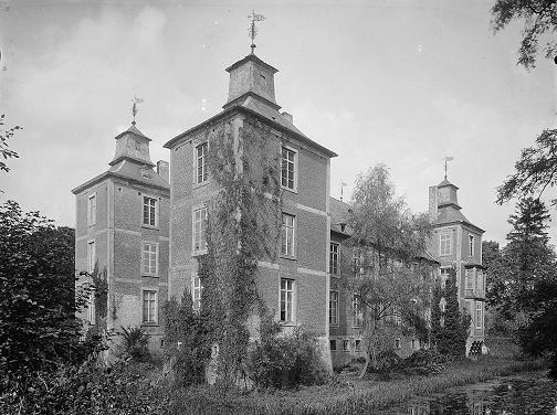 kasteel Born in volle glorie in 1918.